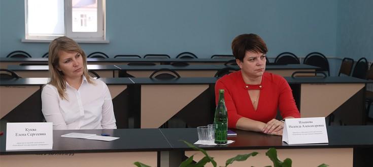 В АГУ состоялся круглый стол «Пути реализации совместных образовательных программ в УзГУМЯ и АГУ»